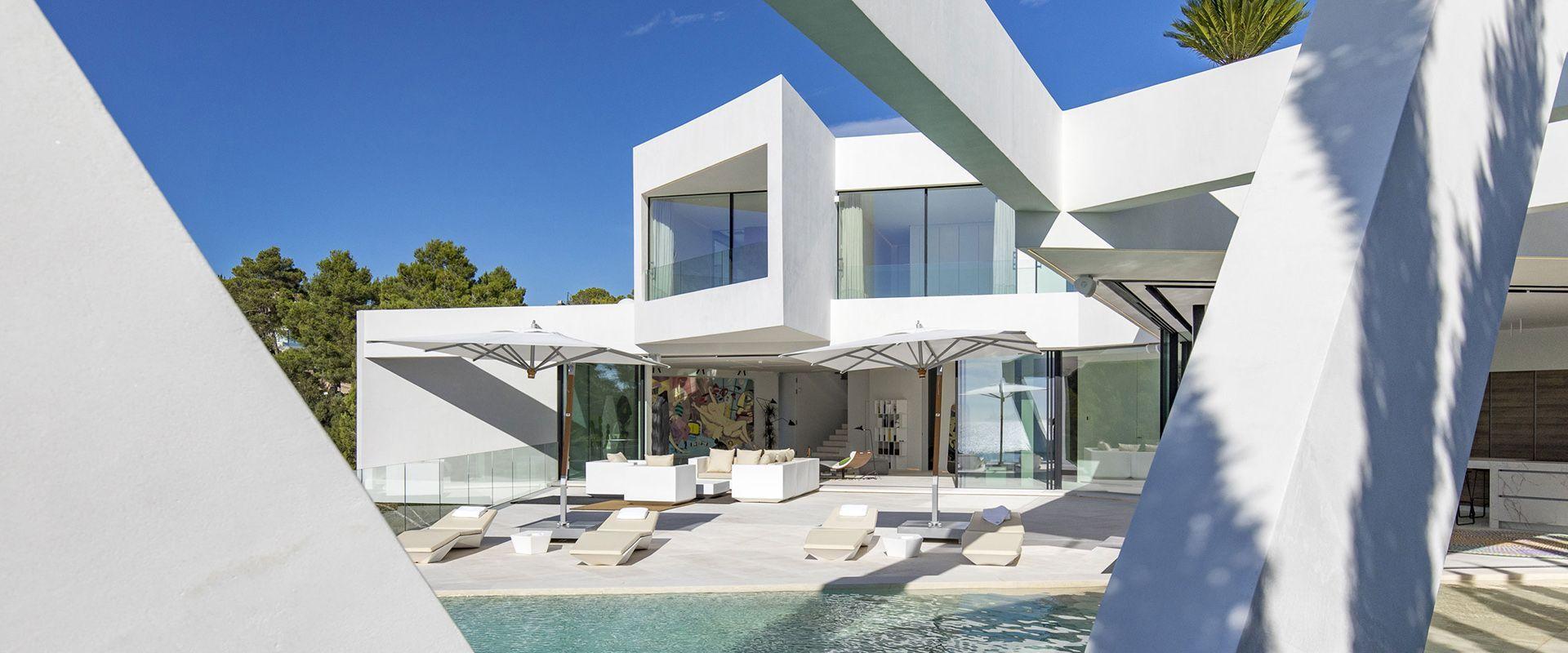 Villa Triángulo: design e tecnologia si incontrano in un fondersi di geometrie