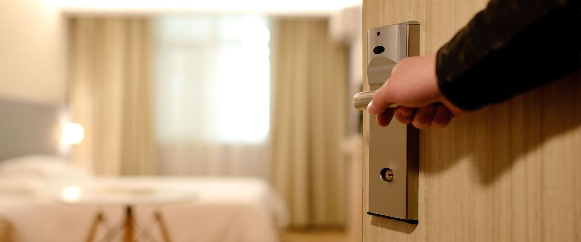Sistema domotico completo per l'automazione di una camera d'albergo