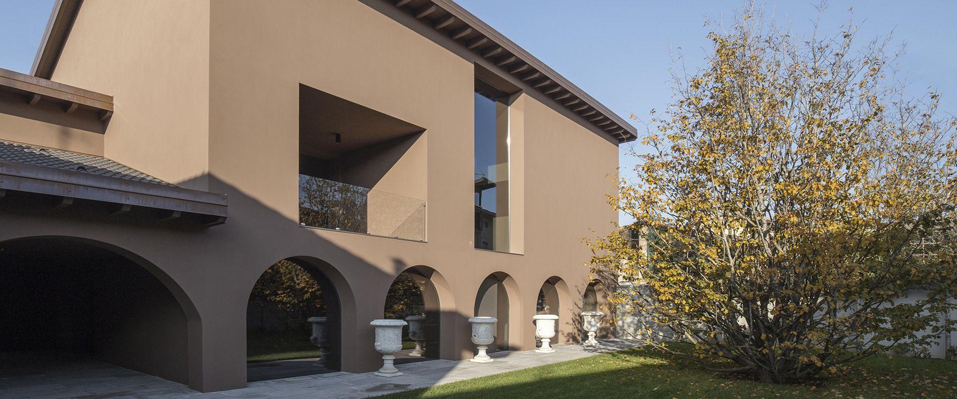 Un'abitazione privata sul sedime di un antico cascinale: Casa Donella