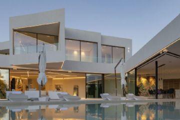 Villa Triángulo: Design und Technologie treffen sich in einer Verschmelzung von Geometrien.